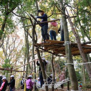 学校林で遊び場づくり
