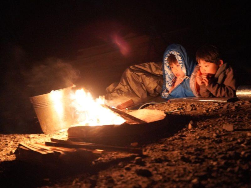 たき火と子ども