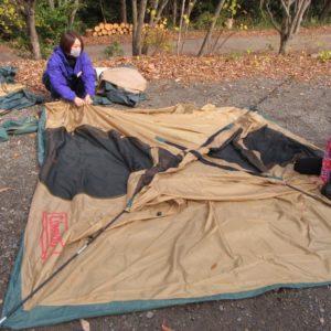 テントの組み立て